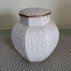 Lenox Arabesque Ginger Jar with Lid